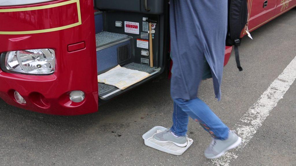 バス乗車時の「足元消毒」